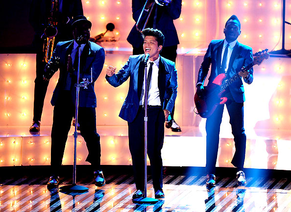 VMA_2011_BRUNO MARS_IN_ ASHER LEVINE