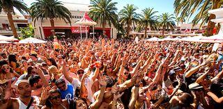 Encore Beach Club Atmosphere