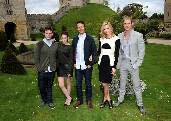 CAST OF SNOW WHITE & THE HUNTSMAN