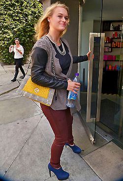 LEVEN RAMBIN W YELLOW CLUTCH 1