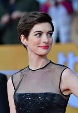 ANNE HATHAWAY HAIR AT SAG AWARDS 2013
