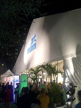 ART MIAMI VIP PREVIEW 2013_EXTERIOR