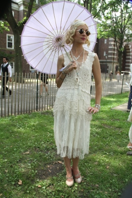 JAZZ AGE LAWN PARTY_BLONDE & UMBRELLA (267x400)