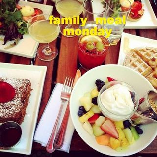 HOTEL CHANTELLE MONDAY BRUNCH (450x450)