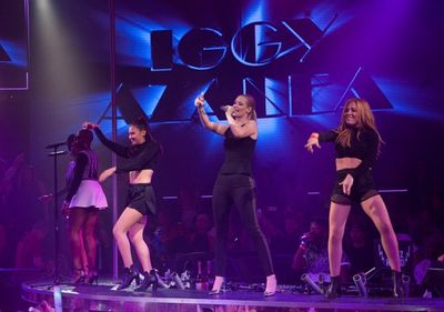 IGGY AZAELA ON STAGE (600x421)