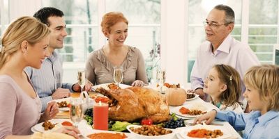 Thanksgiving Dinner Family 2 (600x300)