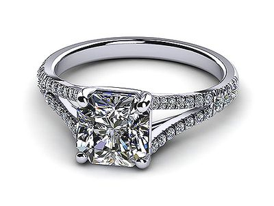 Whitegold-diamond-diamond-topleftview