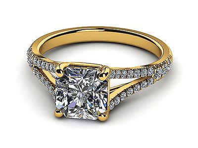 Yellowgold-diamond-diamond-topleftview